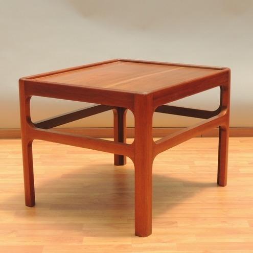 mesa auxiliar o lateral original vintage danés años 60s
