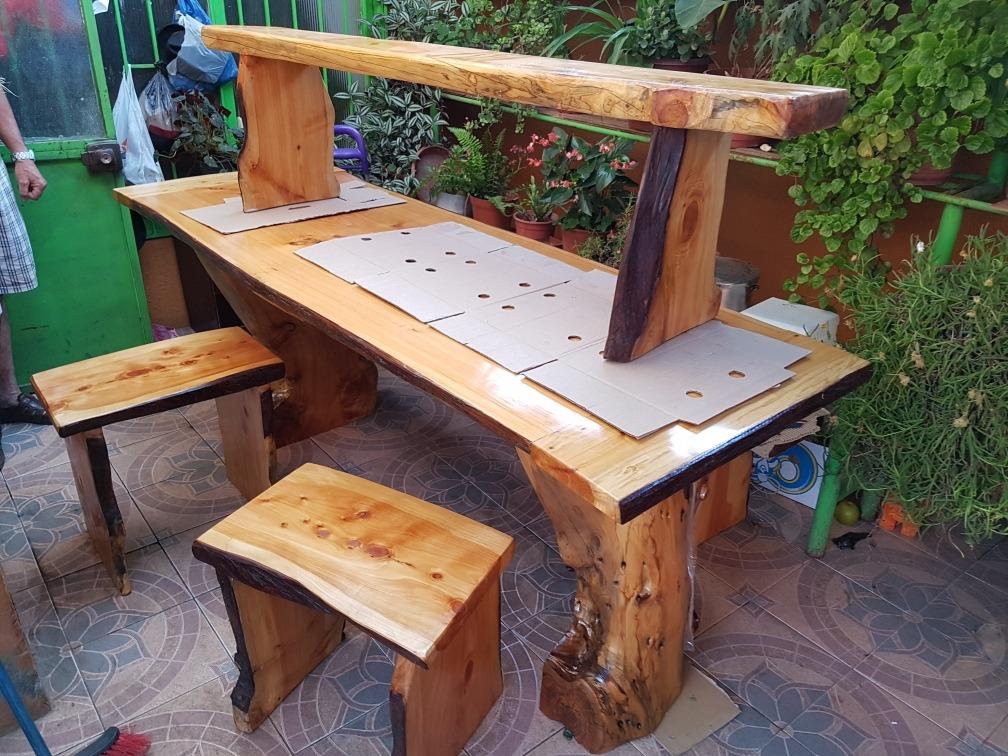 Mesa bancas y sillas rusticas madera de cipr trabajado en mercado libre - Mesas y sillas rusticas de madera ...