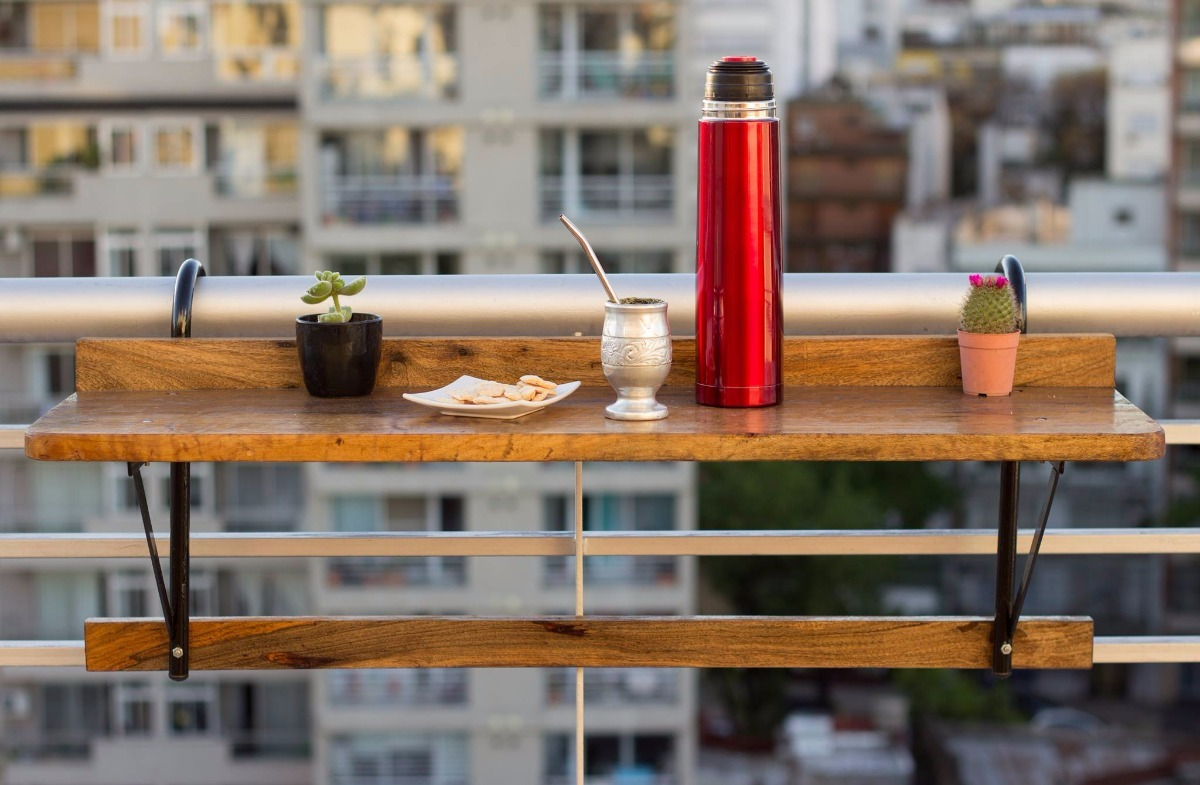 Barra de madera para bar barra de madera para bar o for Mesa colgante para balcon
