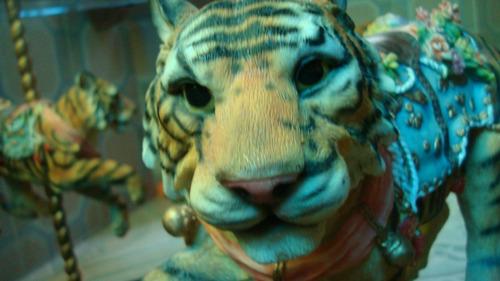 mesa carrusel de leones y tigres de colección!!