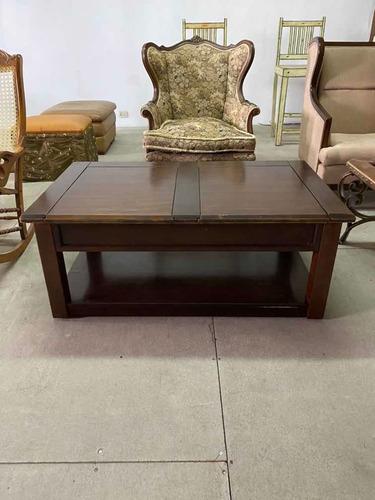 mesa centro de sala en fina madera , importada