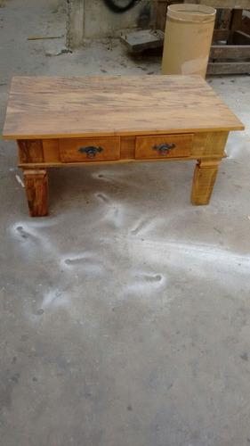 mesa centro rústica madeira demolição, com  2 gavetas.