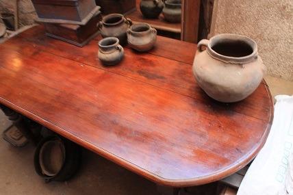 mesa chilena con cajon central, buen estado