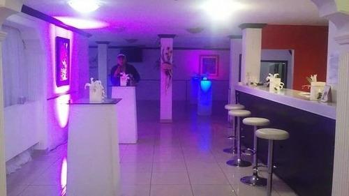mesa coctelera iluminada