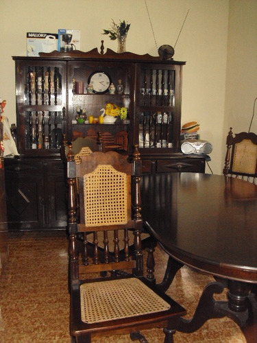 mesa com 6 cadeiras e movel duplex cristaleira e itager