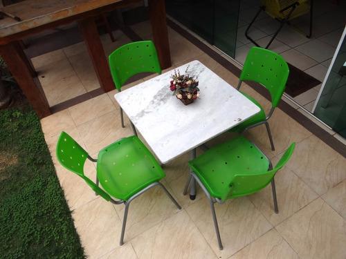 mesa com tampo de mármore