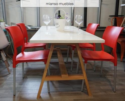 Mesa comedor con 4 sillas 5 en mercado libre for Sillas plasticas comedor