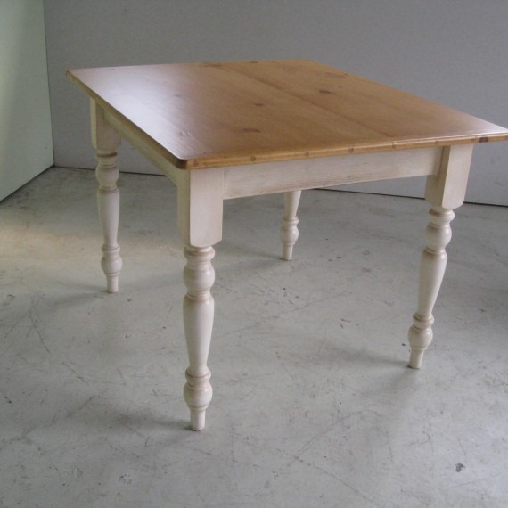 mesa comedor madera patas torneadas cocina pintada - $ 3.500,00 en