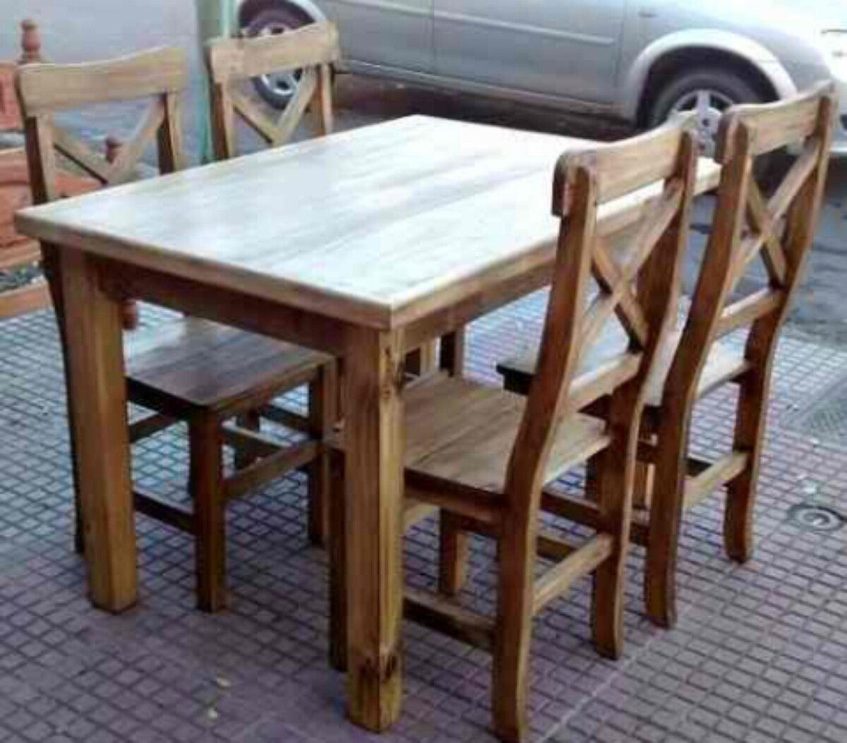 Sillas para mesa comedor rojo color roble de madera for Juego de mesa y sillas para cocina