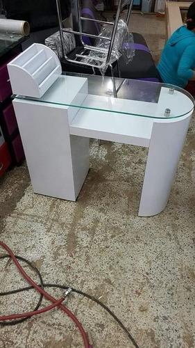 mesa con sillas para manicure super divina  completamente nu