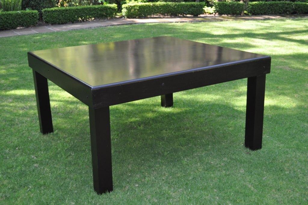 Mesa cuadrada madera vintage silla tiffany 3 en for Mesas cuadradas de madera