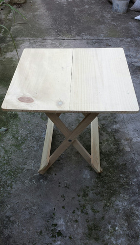 mesa cuadrada plegable (60x60 -55 cm alto) resistente!