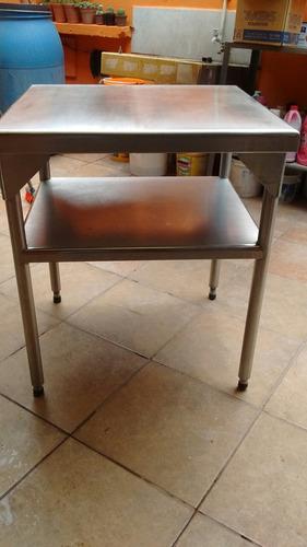 mesa de acero inoxidable 64x70
