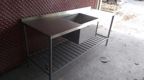 mesa de acero inoxidable con bacha