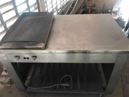 mesa de acero inoxidable con plancha