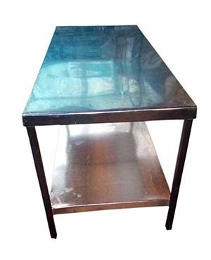 mesa de acero inoxidable tipo espejo