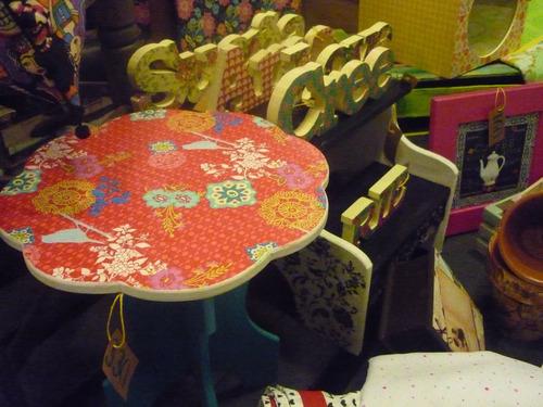 mesa de apoyo en turquesa - deco