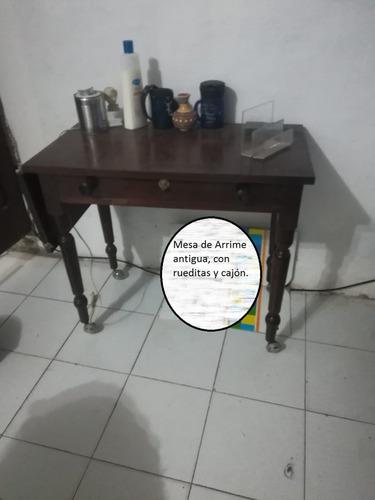 mesa de arrime antigua con rueditas con cajon y extensión