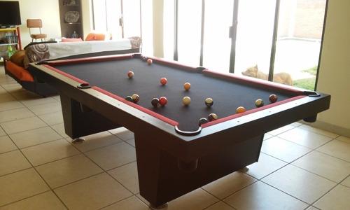 mesa de billar con accesorios varios colores