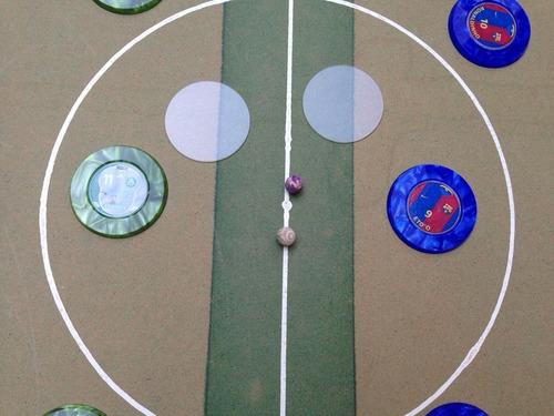 mesa de botão semi oficial + dois times + traves + bolas