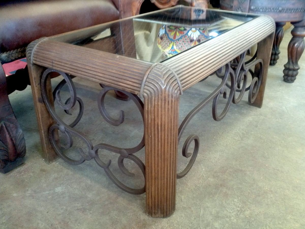 mesa de cantro de madera y hierro forjado estilo antiguo