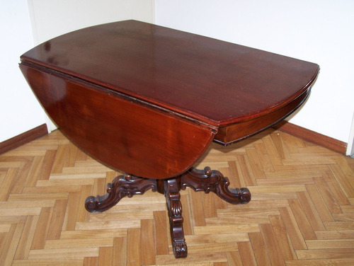 mesa de caoba masisa con pata central tallada a a mano