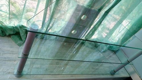 mesa de centro aluminio y vidrio.