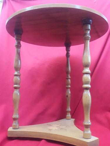 mesa de centro antigua con marqueteria
