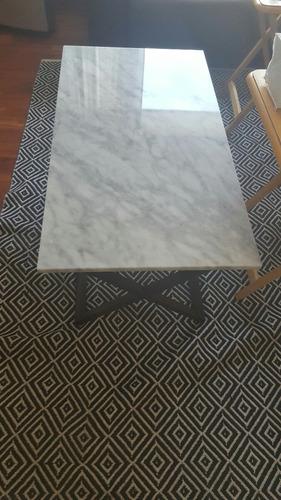 mesa de centro con marmol carrara
