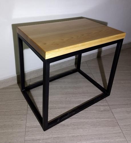 mesa de centro de 0.60 x 0.40 en acero y madera de pino