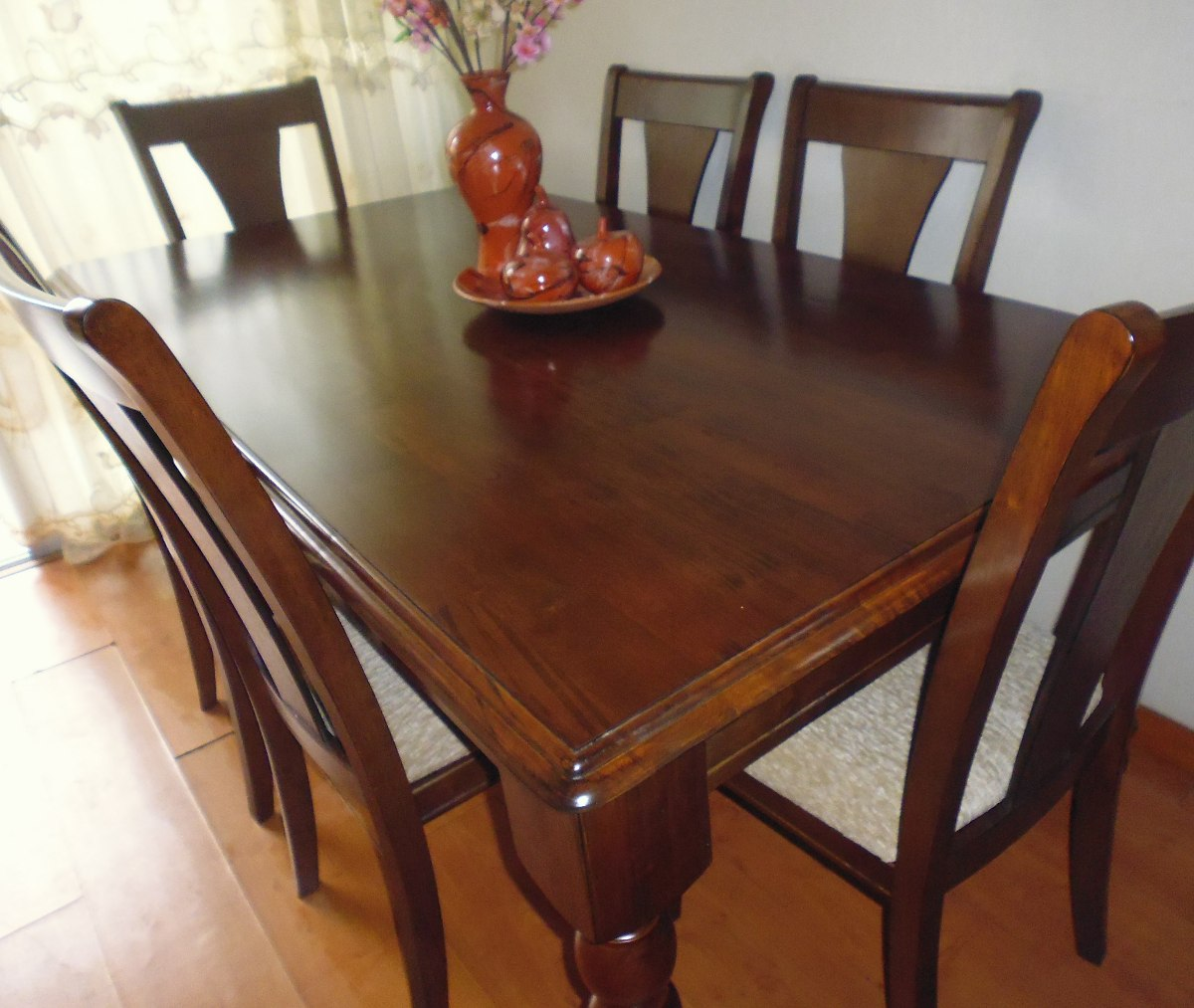 Mesa de centro de 78 d con 4 puff en tapiz marron s 977 for Comedor 8 sillas madera