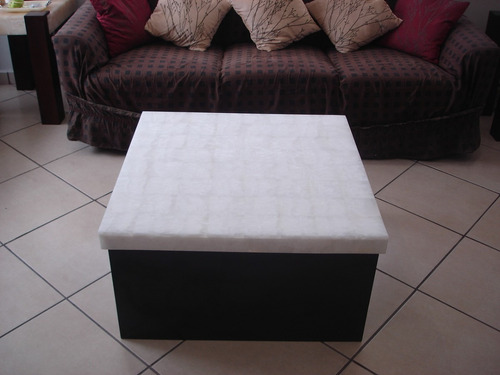 mesa de centro de 80x80x40. con cubierta de onix