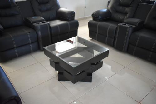 mesa de centro elegante cubierta de cristal templado