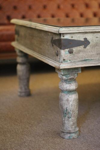 mesa de centro indu antigua