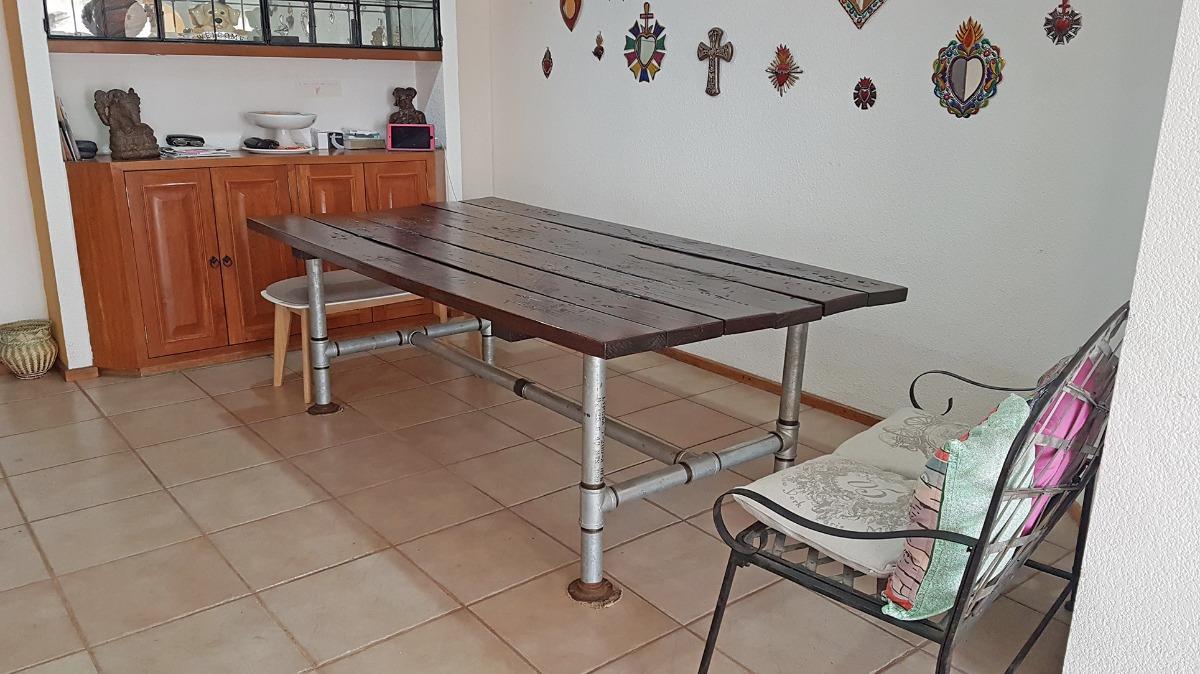 Mesa de comedor estilo industrial en madera y tuberia for Mesa de comedor de estilo industrial