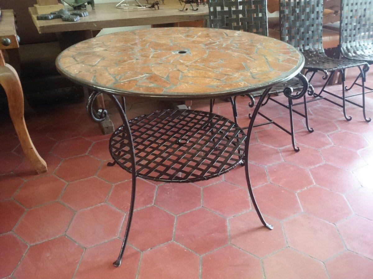 Mesa de comedor y o jard n de herrer a con azulejo - Mesas de forja y cristal ...