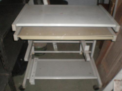 mesa de computacion en chapa c/ruedas