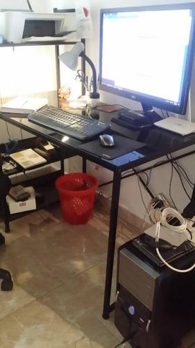 mesa de computadora en cristal y metal