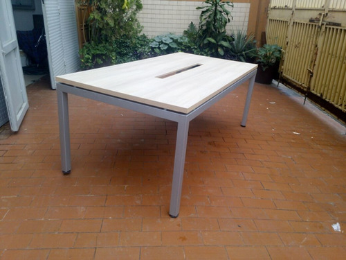 mesa de conferencia con patas metalicas  somos fabricantes