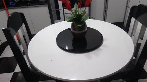 mesa de cozinha quatro cadeira ,com um tampo giratório