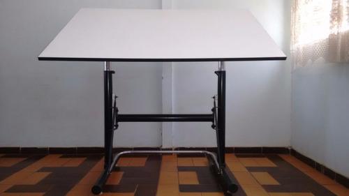 mesa de dibujo técnico, ingeniería o arquitectura