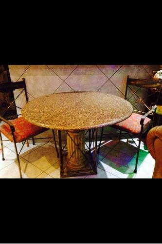 mesa de ferro tampo redondo granito com 2 cadeiras c/braço