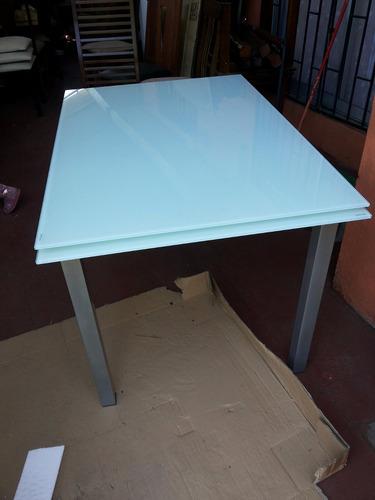 mesa de fierro y elegante vidrio templado blanco