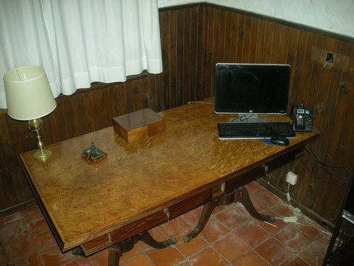 mesa de firmas o reuniones