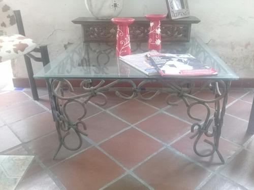 mesa de hierro forjado con vidrio