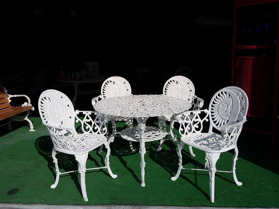 Mesa de jardin de aluminio fundido con 4 sillas 7 en mercado libre for Juego de jardin fundicion aluminio