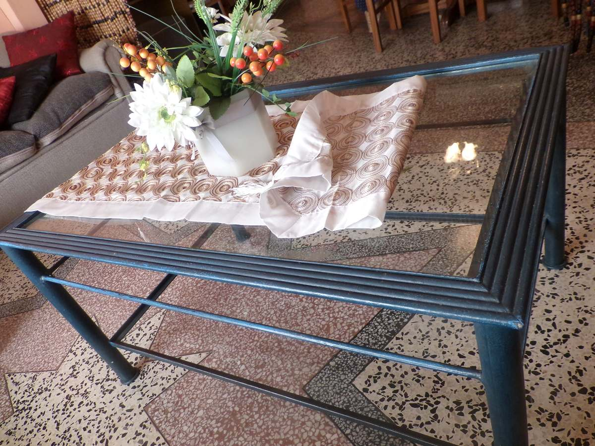 Mesa de living de hierro impecable en mercado for Mesas de living