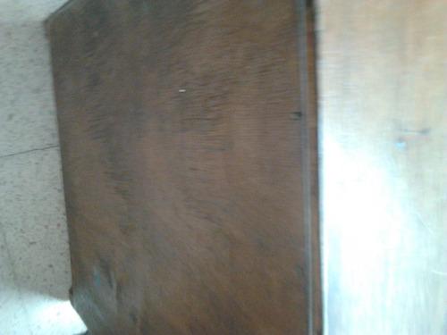 mesa de luz .2 unidades de madera . buenas.