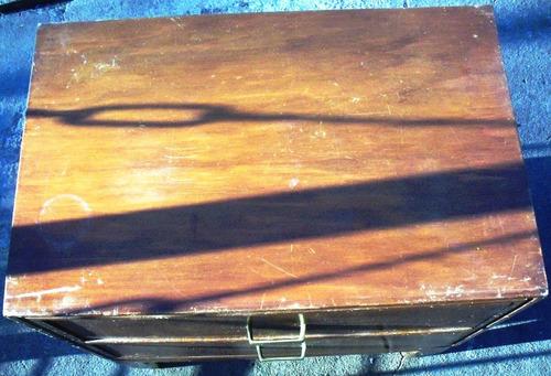 mesa de luz con 2 cajones