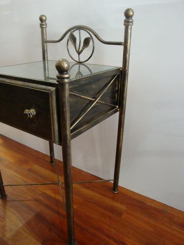 mesa de luz en hierro forjado